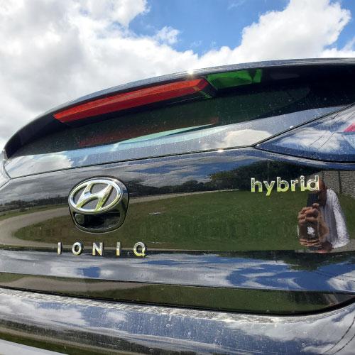2020 HYUNDAI IONIQ HYBRID TRASERA LOGO Nacho Autos