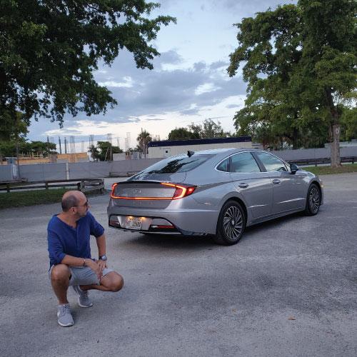 2020 Hyundai Sonata Hybrid lateral atrás Nacho Autos