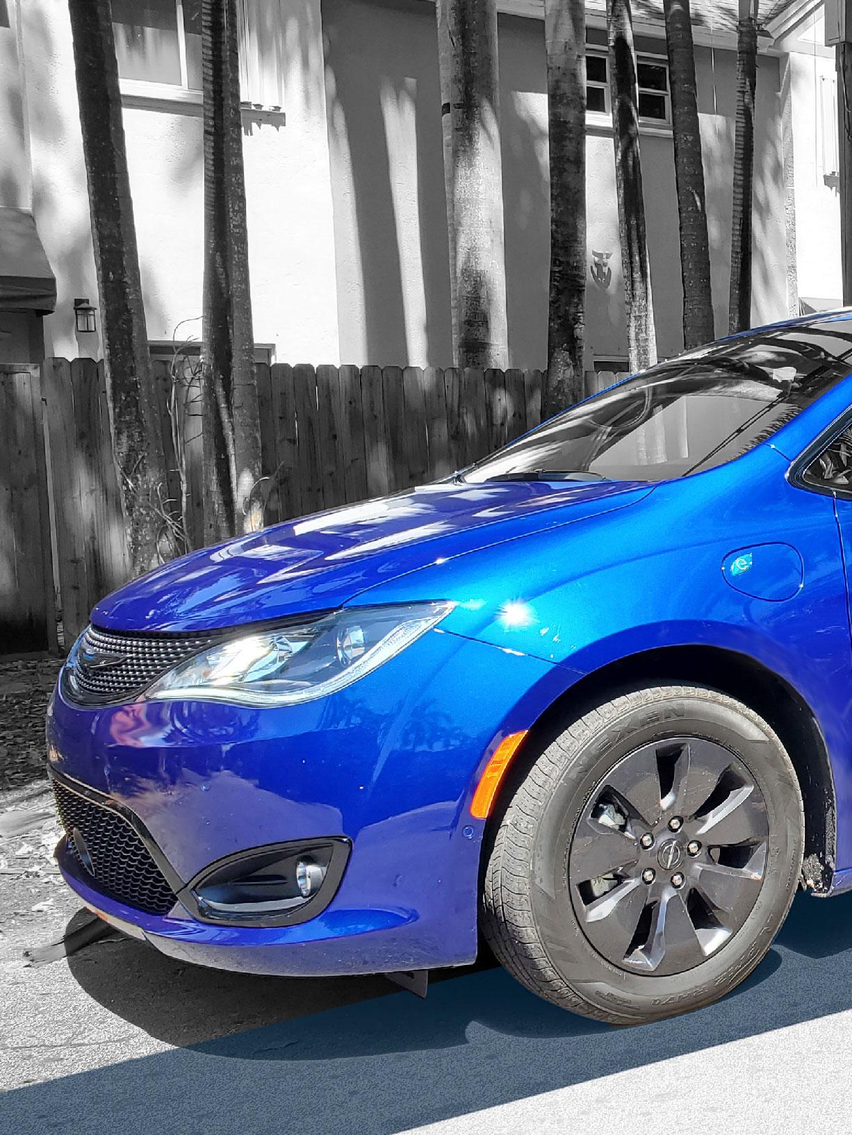 Cover S - 2020 Chrysler Pacifica S Hybrid Nacho Autos